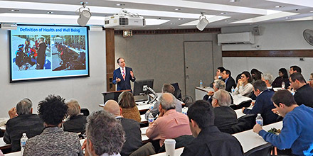 David Shulkin speaking at U of Pennsylvania